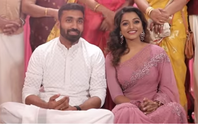V anchor Meera Anil wedding with Vishnu Engagement Photos