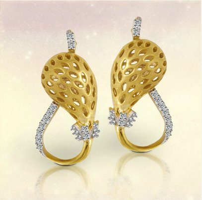 Tanishq Gorgeous Diamond Earrings