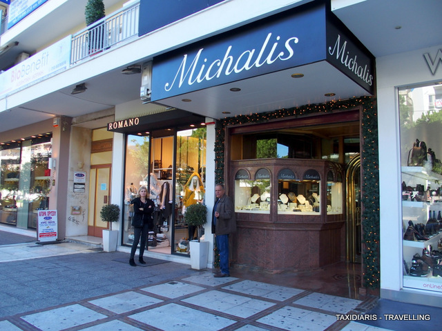e26a251d978 Lygia & Gregoris Maliotis join with pleasure in the shopping game –  probably the most popular activity in Glyfada! Η Λυγία & Γρηγόρης Μαλιώτης,  συμμετέχουν ...