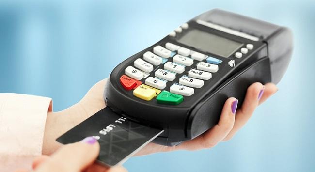 Τι αλλάζει από αύριο στις πληρωμές με κάρτα: Τι θα ισχύει για τις ηλεκτρονικές αγορές - Οδηγίες