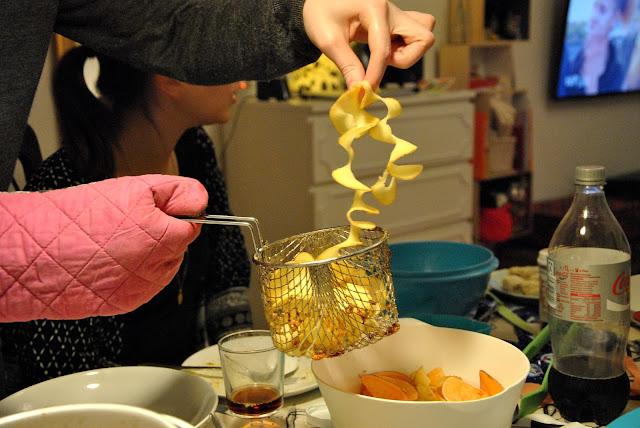 Kartoffelspiralen ins Frittierkörbchen