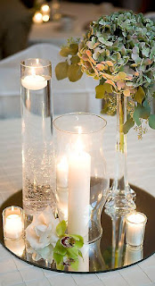 centro tavola con candele sospese su specchio