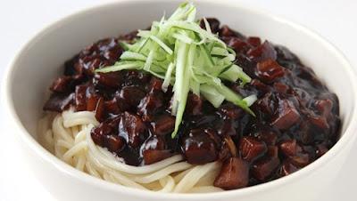 Resep Masakan Korea Mie Jajangmyeon (Mie Hitam Korea)