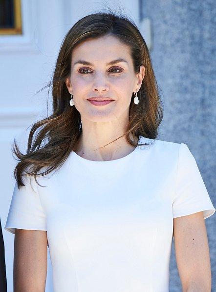 Queen Letizia Ditched her Suit Blazer, Summer Top, Shop Brands, Ann Taylor, Roland Mouret, Cédric Charlier, Asos,· Reiss, Calvin Klein, Bebe.