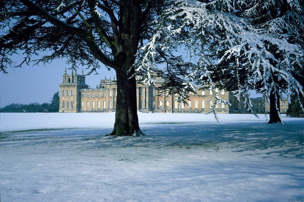 England Christmas Snow.Treasure Houses Of England Christmas Festivities At The