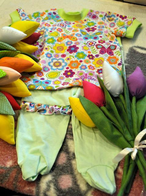 костюм для ребенка, ползунки, футболка, тюльпаны