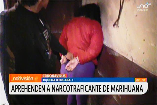 VIDEO: Coronavirus: Mujer armada vendía marihuana en plena cuarentena