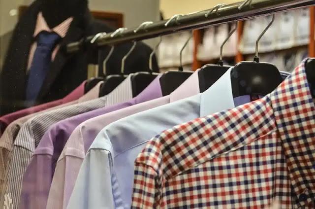 تفسير حلم إعطاء الميت ملابس