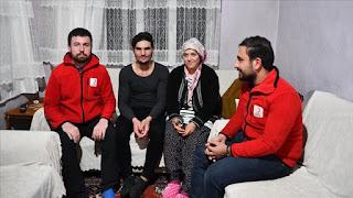 """الهلال الأحمر التركي يتخذ اجراءات بشأن عائلة الشاب السوري """"البطل"""" محمود (فيديو)"""
