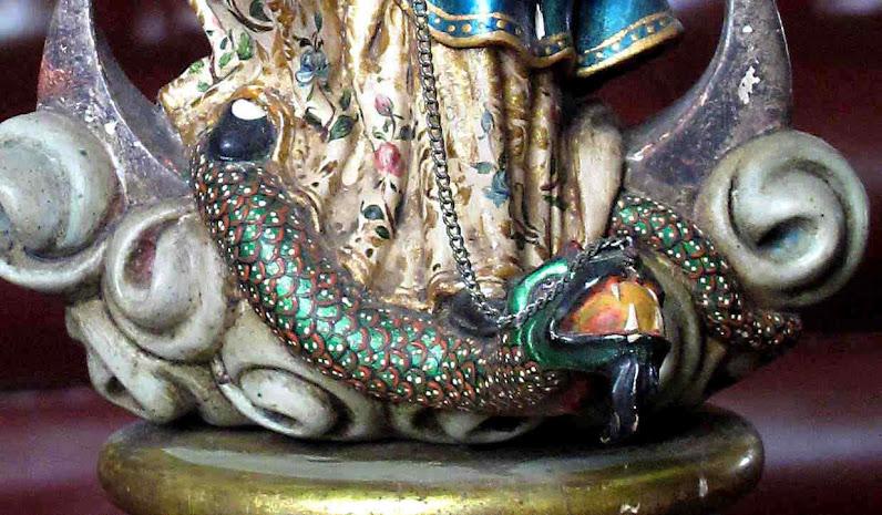 Dragão infernal esmagado por Nossa Senhora de Quito  ©Luis Dufaur.