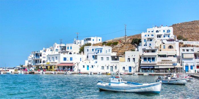 Raggiungere Andros, isola della Grecia, con traghetto e aereo