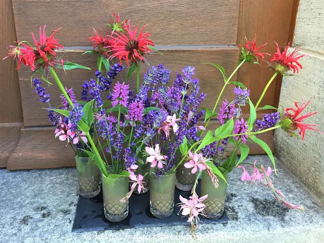 Blumenstrauss mit Goldmelisse, Gaura, Ziest und Lavendel