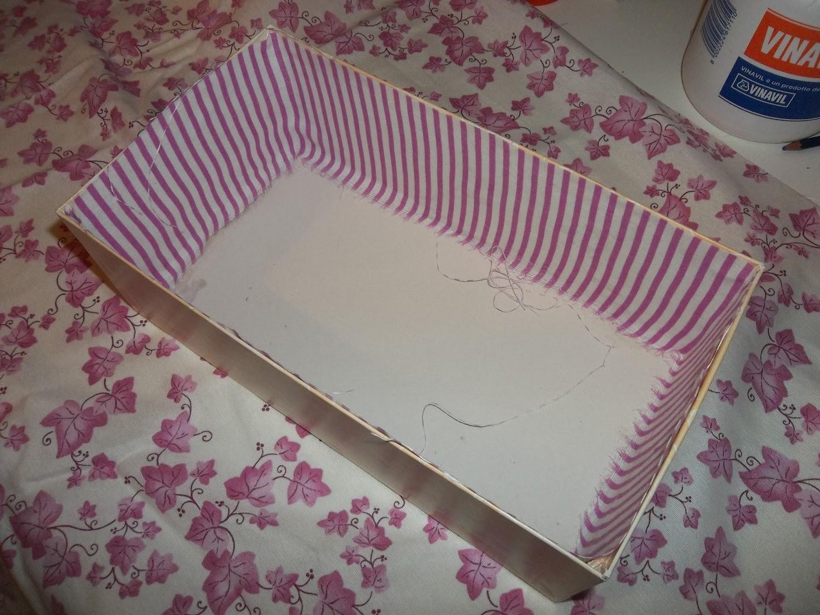 La cicogna creativa tutorial scatola rivestita di stoffa for Scatole rivestite in stoffa tutorial