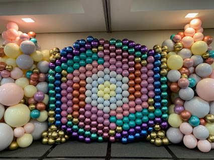 Zoe Adam-Jones of Jazzer's Trading designed and made this fabulous backdrop  Duplet Square Pack Balloon Wall at the 2019 Qualatex Event in Brazil.