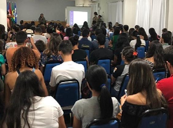Em Santana do Ipanema, Patrulha Maria da Penha ministra palestra sobre violência contra a mulher na Uneal