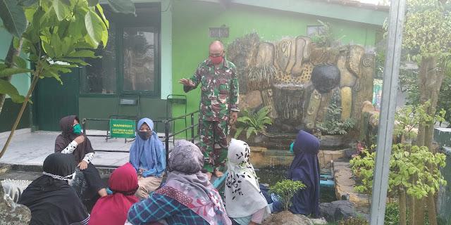 Koramil12/Manisrenggo Memberikan Sosialisasi Pencegahan Covid-19 Pada Siswa Yang Berkunjung di Koramil