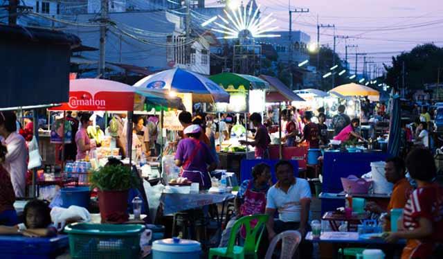 Kali pertama digelar, festival kuliner Gojek cukup menarik banyak pengunjung. Event bertajuk Go Food Festival ini berlangsung selama satu bulan dari 19 Desember 2017 sampai 19 Januari 2018.