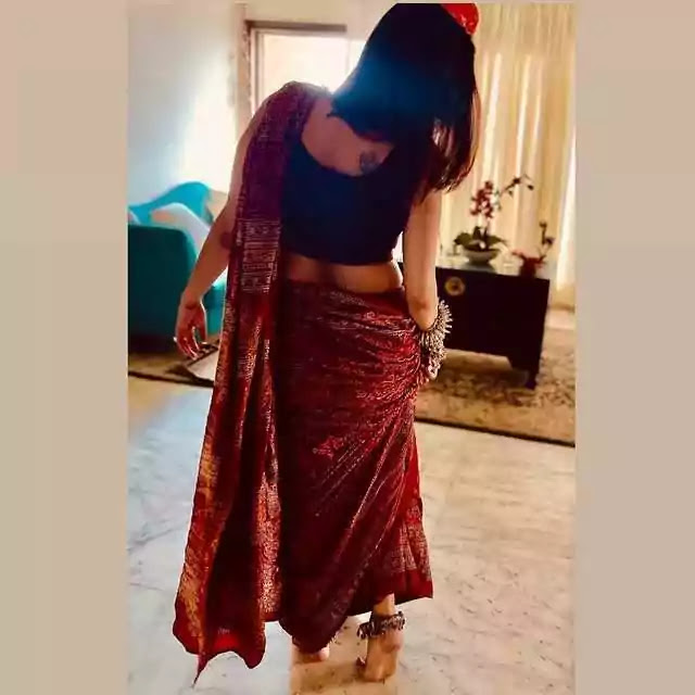 Javeria Abbasi Looking Absolutely Gorgeous In Red Saree