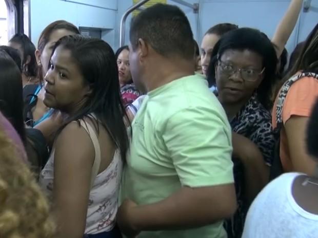Homem em vagão exclusivo para mulheres no Rio de Janeiro