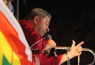 Com MST, o apedeuta Lula propõe restaurar a democracia