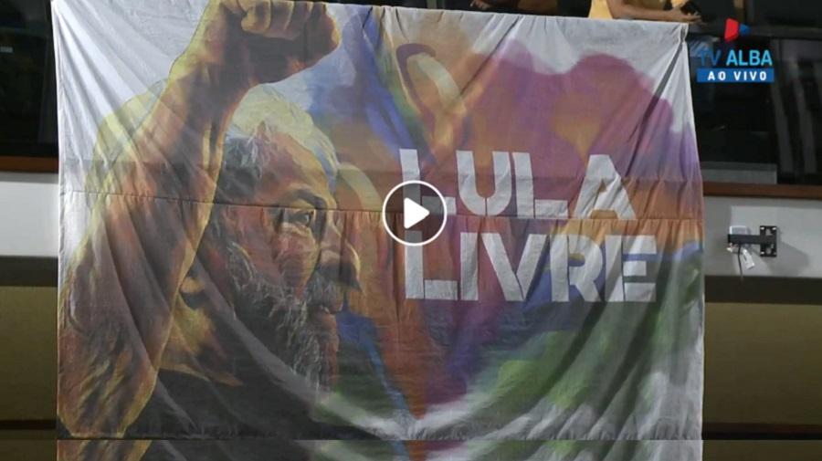 Bandeira 'Lula livre' dentro da câmara causa desavenças entre deputados na Bahia