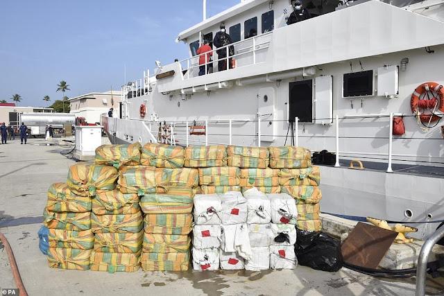 La Marina britannica sequestra la cocaina del valore di 176 milioni di euro