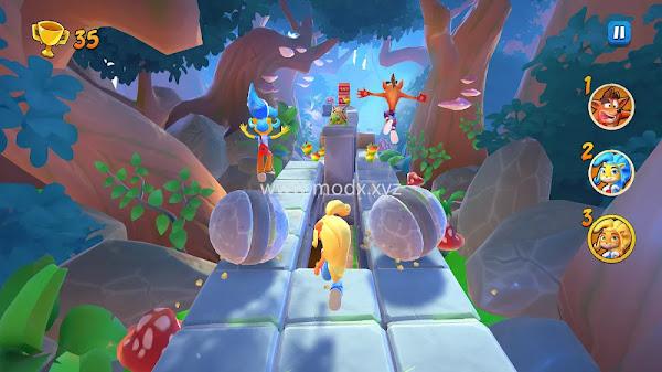 Crash Bandicoot: On the Run! (Menu/Unlocked)