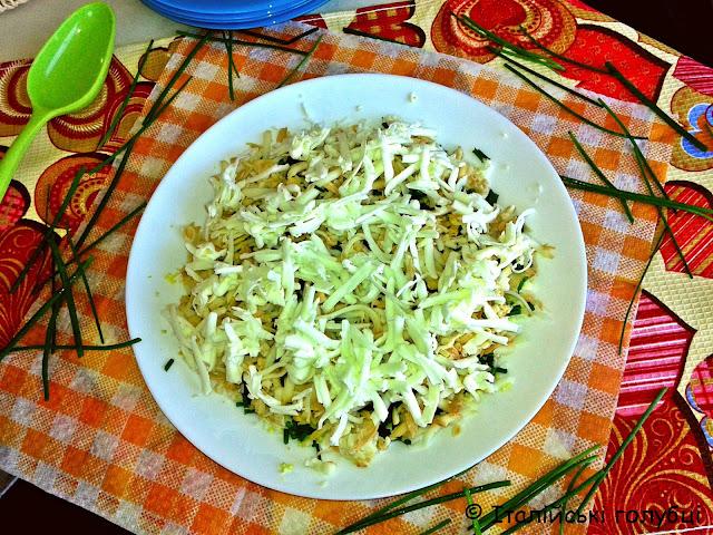 салат з майонезом, сиром і яйцем