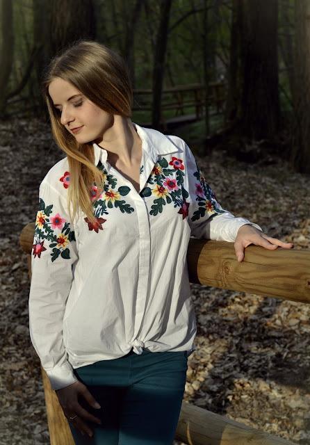 357. Wiosenna stylizacja, koszula w kwiaty. ♥