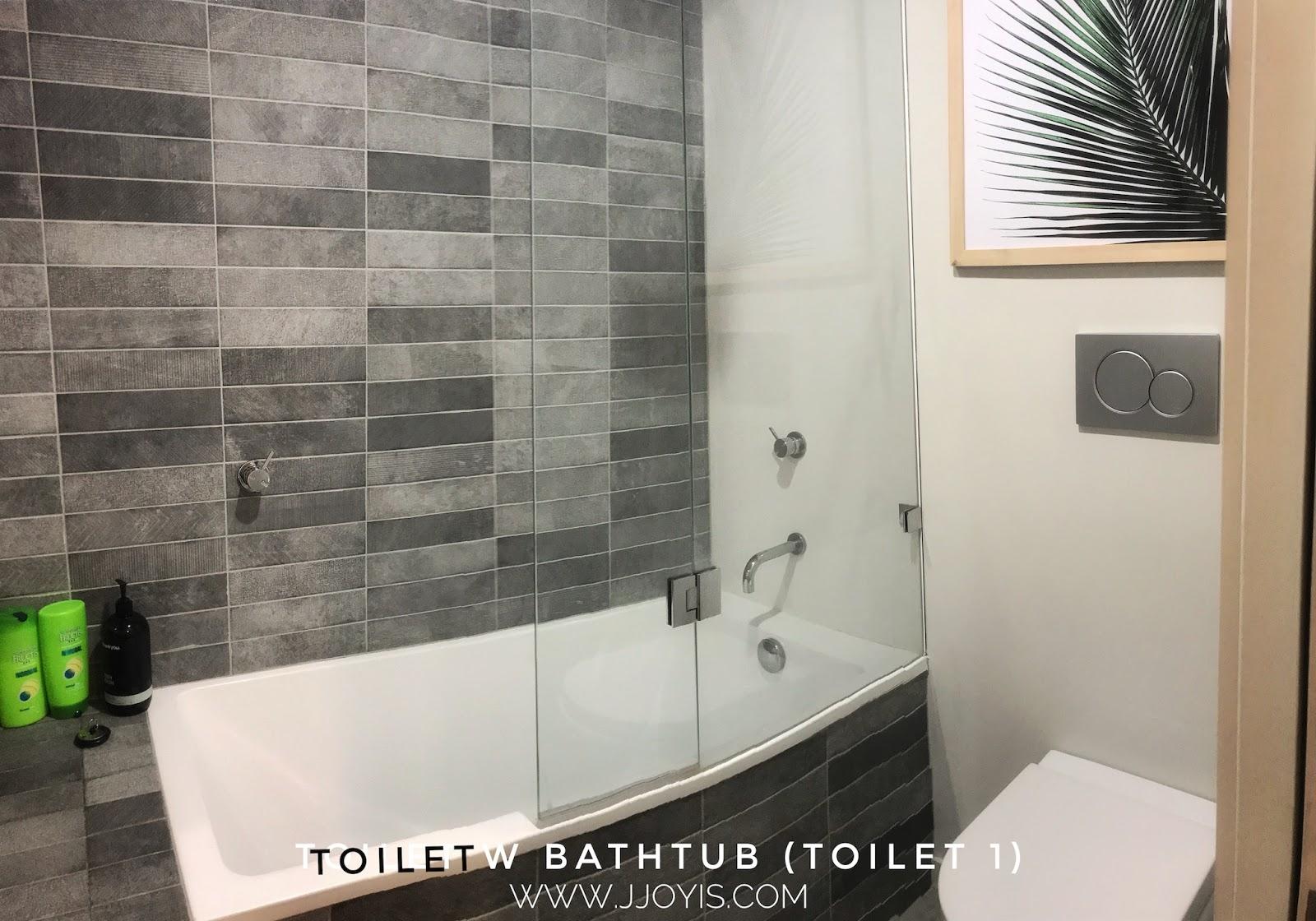 Airbnb for large groups (sleep 7) in Brisbane CBD toilet bathtub