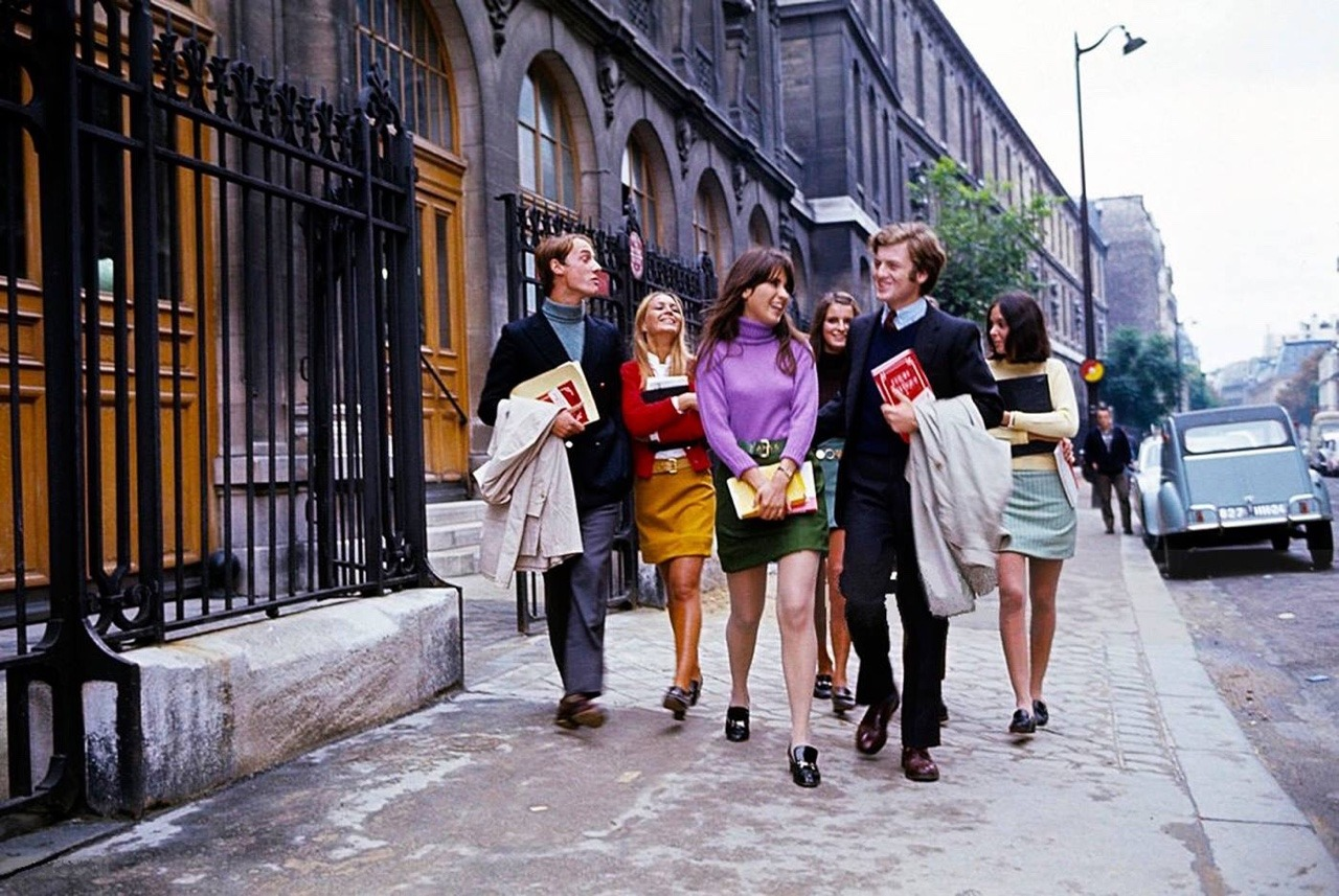 Mini skirts in france The Extending Mini Skirts In Paris In The Mid 1960s Vintage Everyday