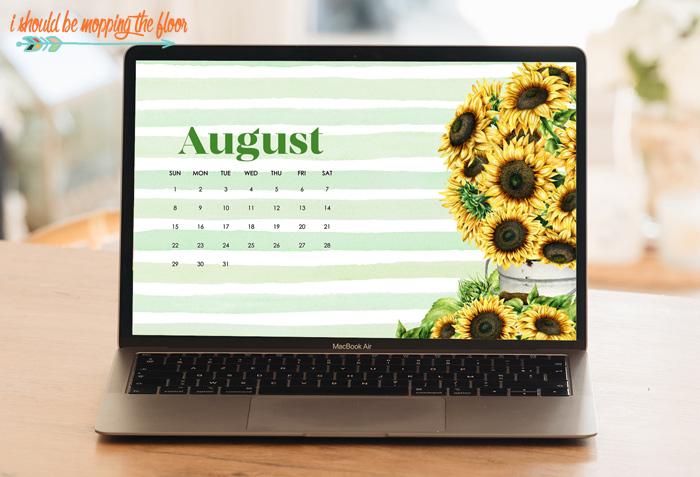 August Calendar Wallpaper