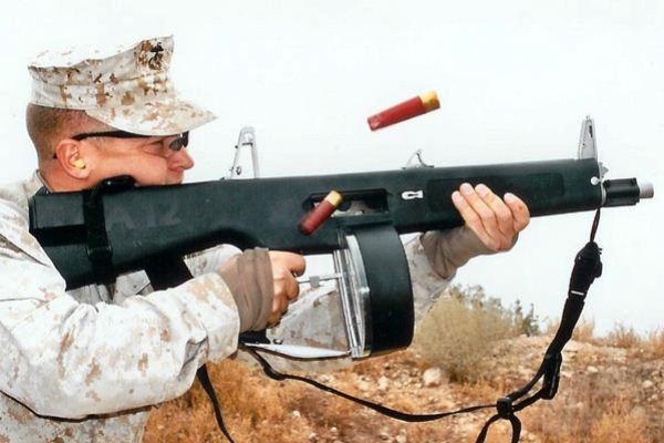 Senapan Shotgun AA-12 Amerika Serikat