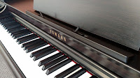 Yamaha CLP625 digital piano picture