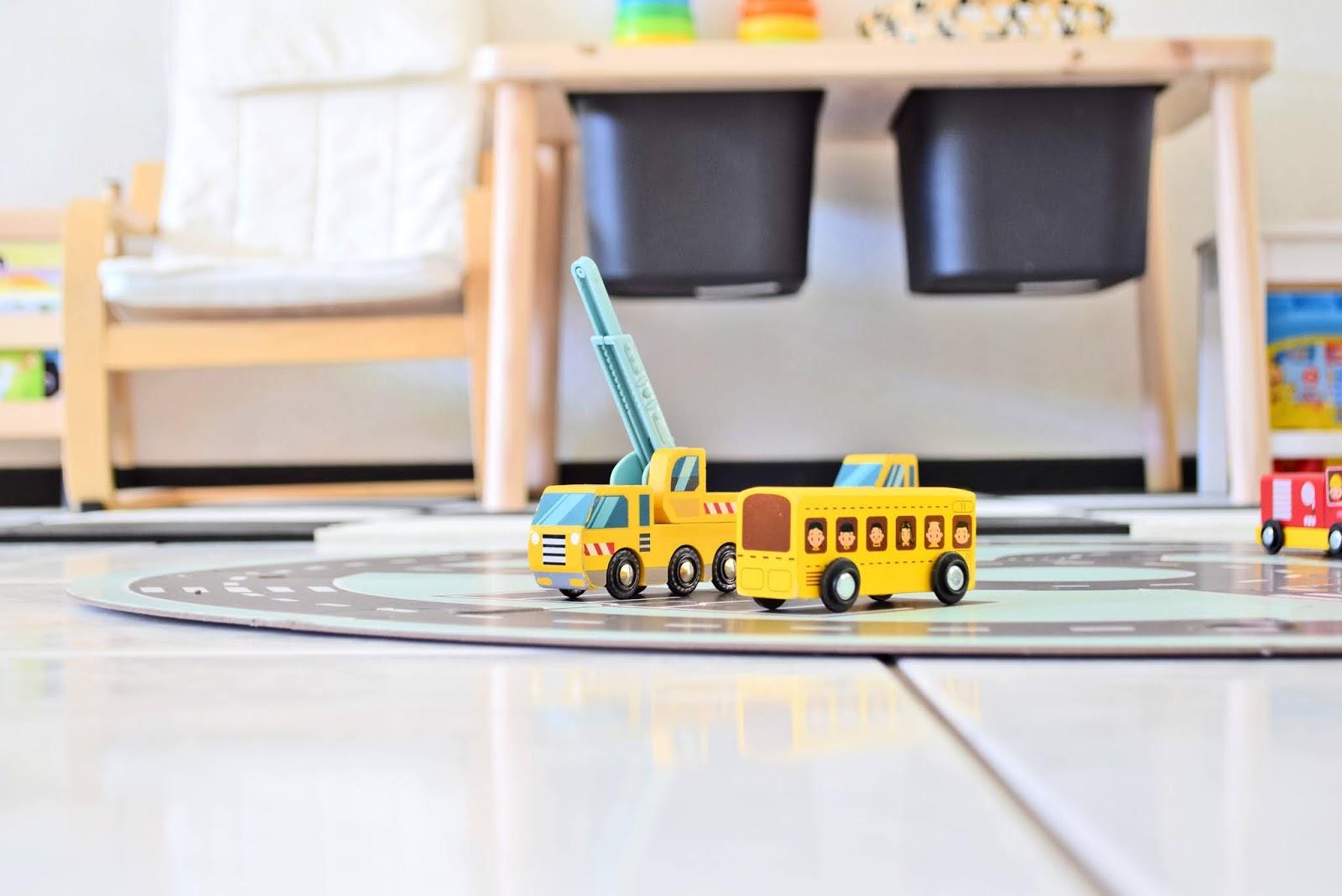 Drewniane samochody dla dzieci