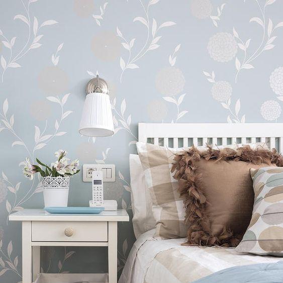 Wallpaper Dinding Kamar Tidur Romantis Motif Bunga Terbaru