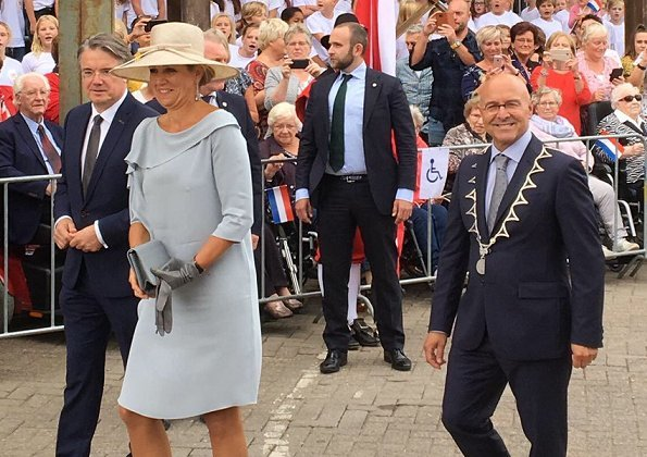 Dutch Queen Maxima wore a NATAN branded silk dress again which is her favorite brand and Gianvito Rossi Metallic Leather Plexi Stripe Pumps