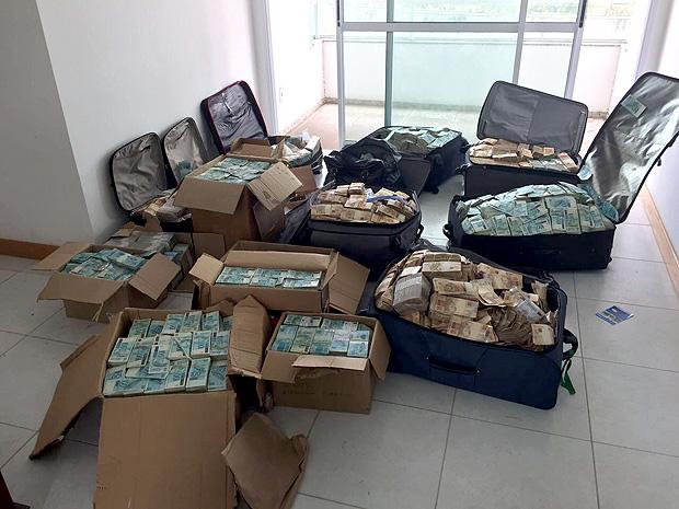 """A Polícia Federal encontrou nesta terça-feira (5) um """"bunker"""" com milhares de notas em reais que, segundo a investigação, é usado por Geddel Vieira Lima."""