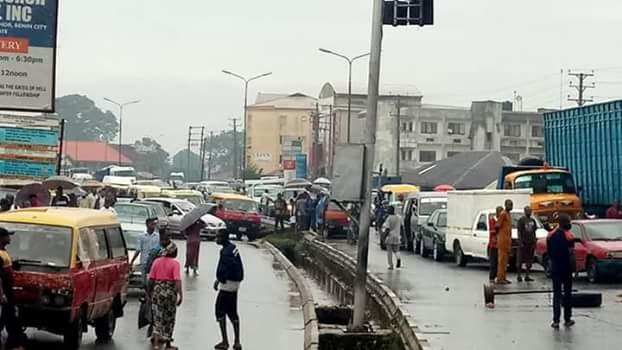 Protest in Edo after 6-year-old primary school pupil falls into gutter and was washed away by flood (photos)