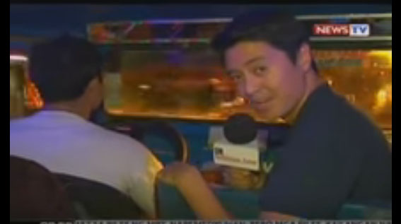 Mark Zambrano interviewing the trending jeepney driver.