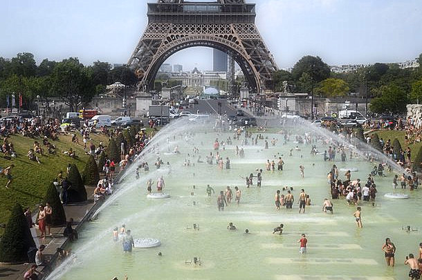 """The heatwave of Europe: Temperature at """"urban heat island"""" of Paris reached 109 degrees"""