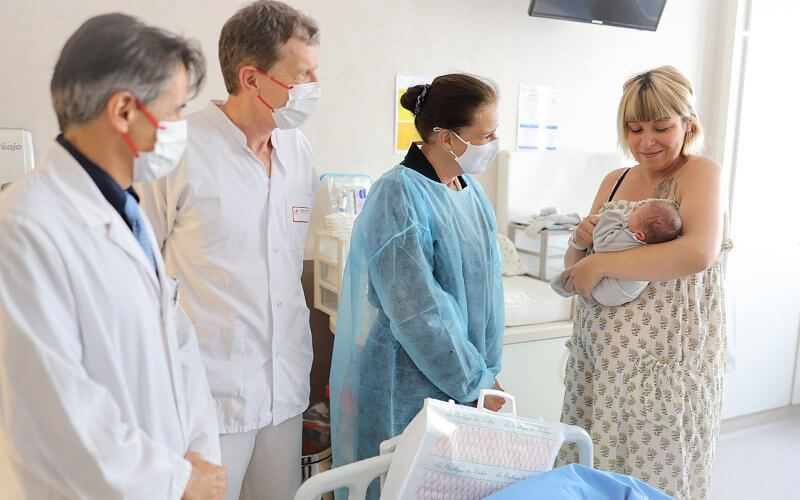 Princess Stephanie visited Princess Grace Hospital Center maternity ward in order to welcome new mothers and babies