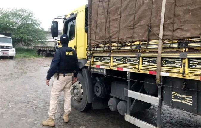 PRF flagra caminhão truck com mais de 23 toneladas de excesso de carga