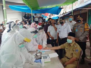 50 Orang di Pasar Gumawang Kecamatan Belitang Dilakukan Rapid Test