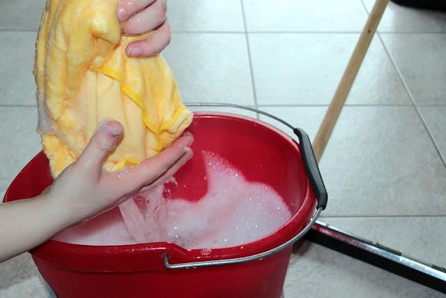 lavare pavimento-acari-polvere-pulizia