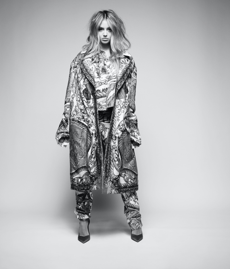 Embracing print, Leni Klum wears Moschino outfit. Photo: Rankin / Hunger Magazine