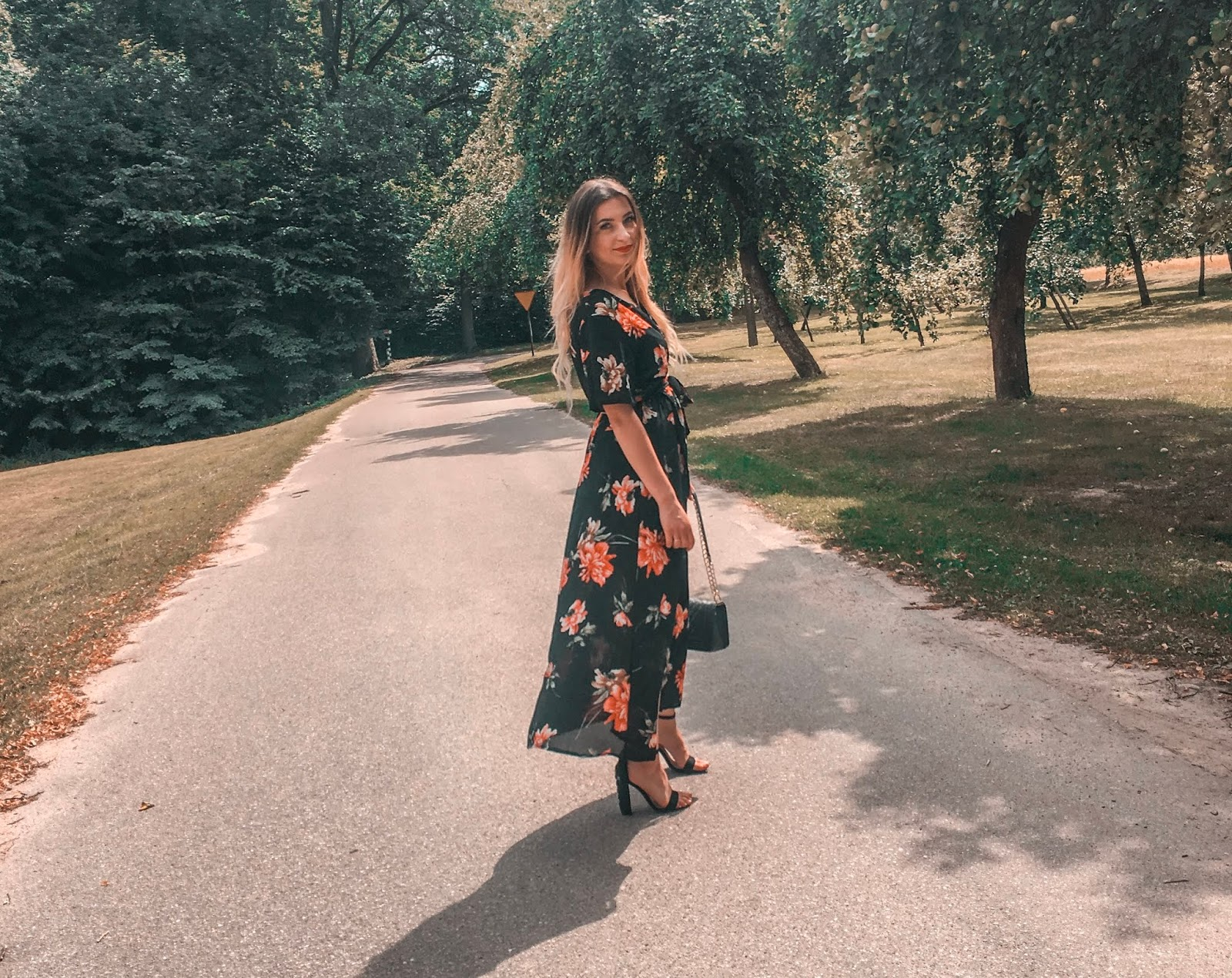 RED FLOWERS / MAXI DRESS