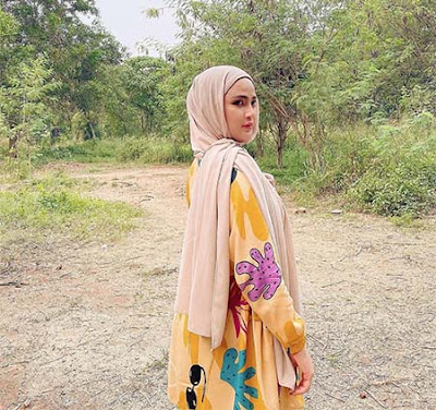 Airiska Fitria Pakai Hijab 2