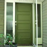 Cat Pintu Kayu hijau tua