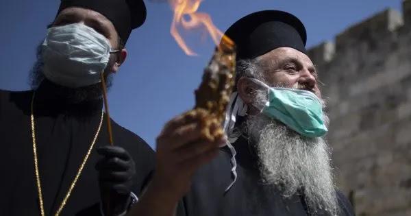 «Με διπλή μάσκα οι ιερείς την Ανάσταση - Οι πιστοί να κάνουν self test»